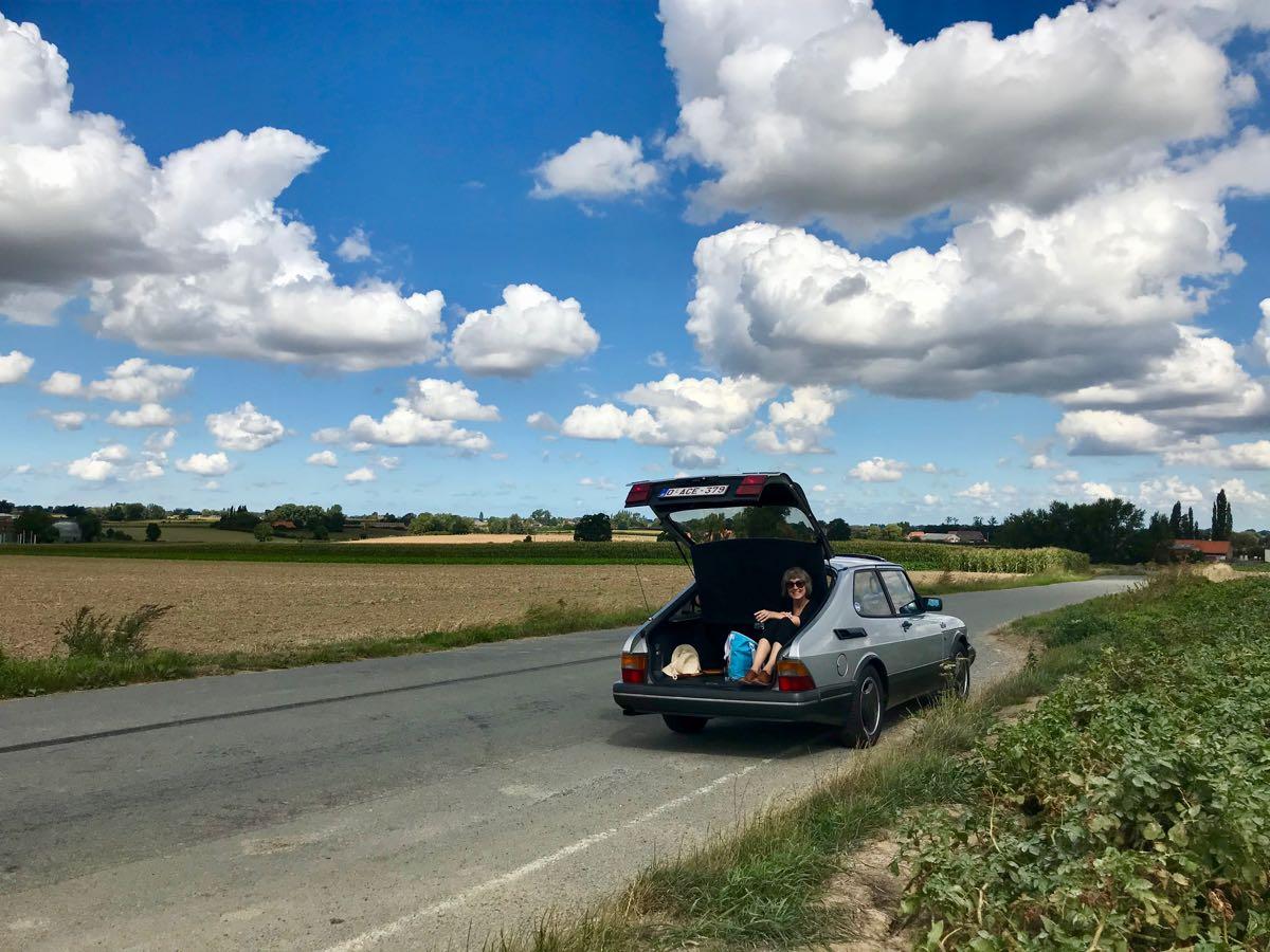 Saab 900 in de Westhoek (Watou)